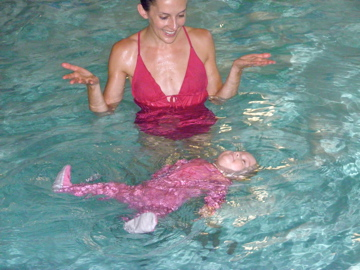 swimbabes mia in pink pjs with mom